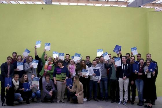 Schüler der  Herwig-Blankertz-Schule mit ihrem Europapass